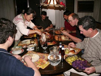 thanksgiving-family-dinner